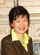 なぜ朴氏は、韓国初の女性大統領に選ばれたのか?