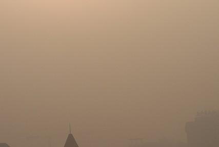 中国メディア、大気汚染のメリットを報道 「敵国の監視を防ぐ」