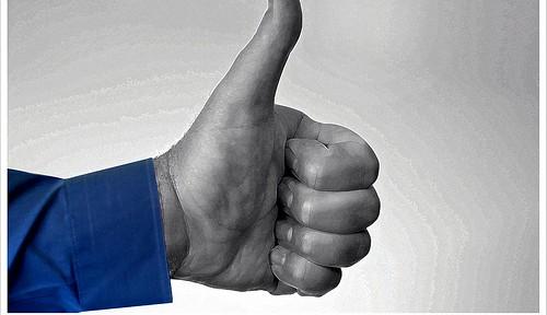 フェイスブック、2万人以上の個人情報を各国政府に提供