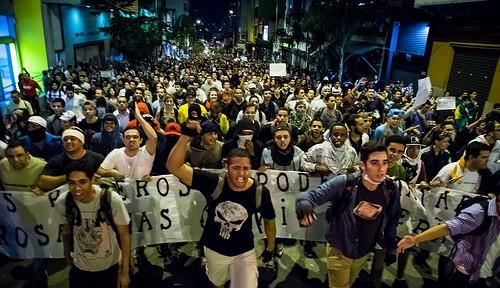 ブラジルデモが激化 ネイマール選手も応援?