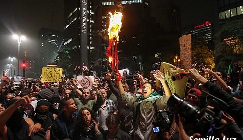 デモ続くブラジル、大統領の支持低下 高まる不満を抑えられるか?