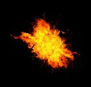 中国の工場火災で119人死亡 惨事の原因は?