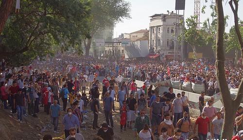 トルコデモ収束に向け、政府が「投票」提案 そのねらいとは?