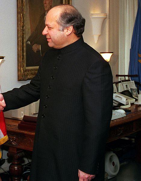パキスタン新首相、最初の外遊先は中国 その背景とは?