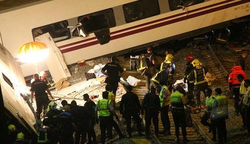 スペインで脱線事故 速度超過が原因か?
