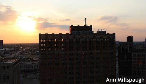 なかなかこない救急車、消えた街灯・・・破産したデトロイトの実態とは