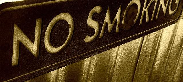 日本人男性の喫煙率、50年で80%から30%へ JTリストラの背景