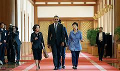 オバマの対日韓発言 「慰安婦」に注目する韓国紙、「未来志向」に注目する欧米・日本メディア