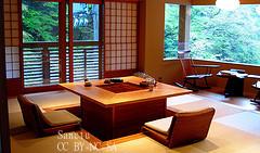 「おもてなし」が原因?日本の飲食・宿泊業の生産性、米国の4分の1 客の要求水準高く
