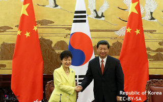 """習主席、初の訪韓へ """"反日共闘""""、""""北朝鮮問題の試金石""""、国内外の報道分かれる"""