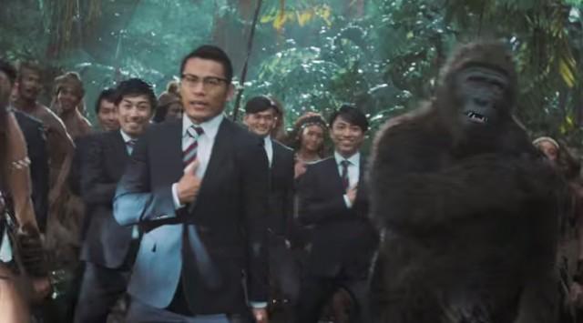 """「WORLD ORDER」と踊るゴリラ トヨタの奇抜なCMが海外で話題 """"日本文化はさまざまな要素が渦巻いている…"""""""