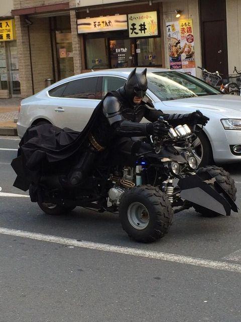 「チバットマン」任務は笑顔を届けること ヒーローに世界各国から賞賛の声