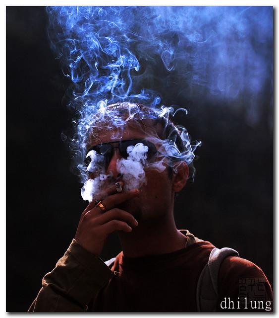 飲食店で喫煙できる先進国は日本だけ? 東京都、五輪前に「禁煙条例」制定へ