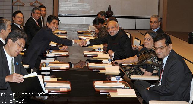 モディ氏来日 両首相の親密ぶりはパフォーマンス? 両国の思惑を海外メディア分析