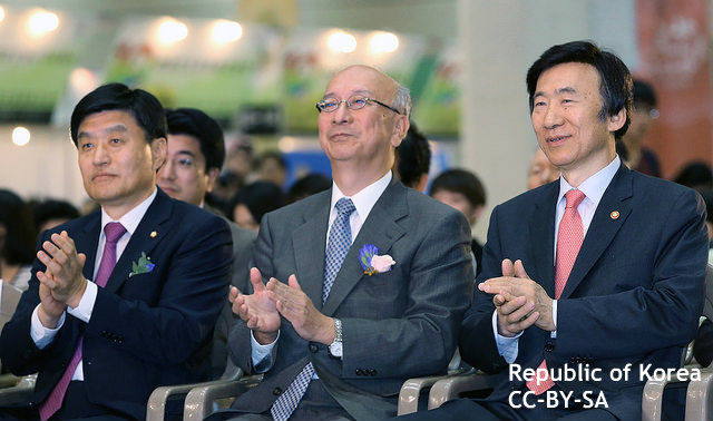 日韓「雪解け」の兆し? 韓国外相、イベント出席で示唆 慰安婦問題解決が先との報道も