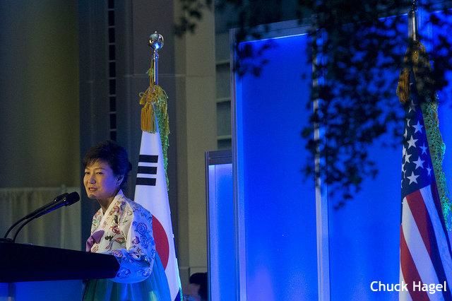 """日韓首脳""""会話""""が実現 「関係改善の良い兆候」と韓国識者が期待…孤立懸念か"""