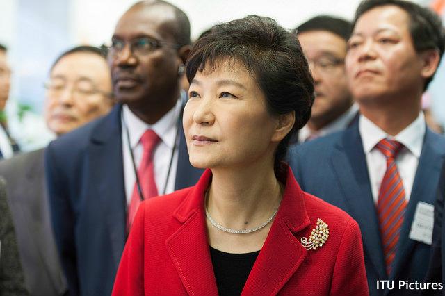朴大統領、首脳会談には「日本の姿勢転換が重要」 国民の目線にあった慰安婦問題合意案も求める