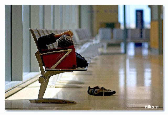 """空港は失業者のホテル? 不況スペイン・ホームレスの""""安全な生活""""を現地紙報道"""
