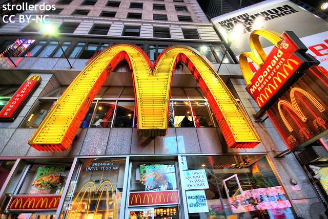 """米マクドナルド10%賃上げ """"生活できない""""米、韓で相次ぐ従業員の賃上げ要求デモ"""