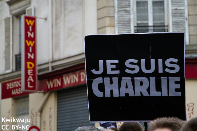 フランスの言論の自由はダブルスタンダードか? コメディアンら逮捕めぐり批判も