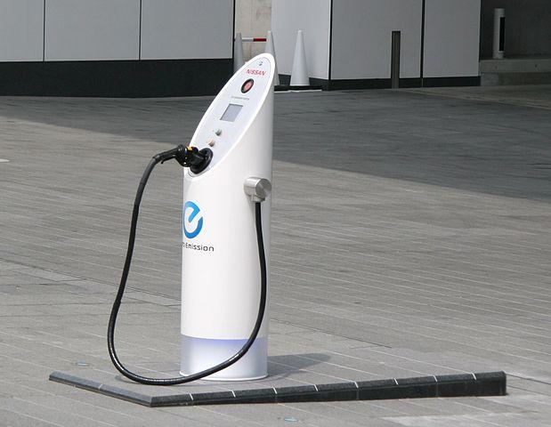 日本の電気自動車充電スタンド、ガソリンスタンドより多い!? 「数字のマジック」と海外報道