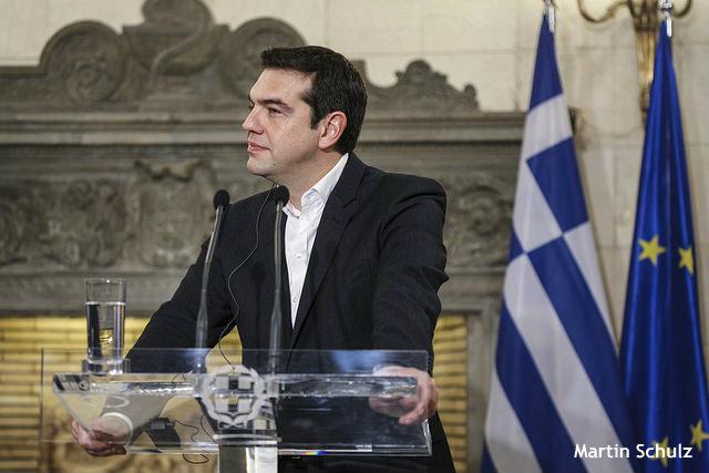 ギリシャ、公約捨ててユーロ圏残留に専心 最後の砦、年金と労働改革も譲歩か