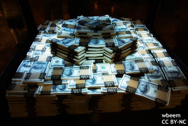 安倍政権の財政再建策、機能していない?次のギリシャを探す海外メディア、日本に言及