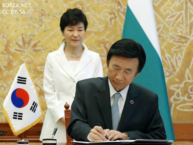"""""""対日強硬論者、尹外相の訪日は事件""""と韓国メディア 国交50年行事に出席へ"""