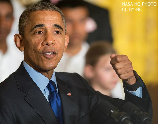 """オバマ大統領、熱唱、涙、抱擁…感情全開 """"最初からそうなら実績違った""""との声も"""