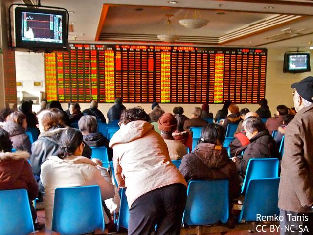 中国株バブル崩壊の兆しか 3週で25%下落、当局の対策も失敗 英米メディア注視