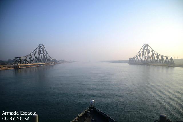「新スエズ運河」開通、エジプトの民主化を遠ざける? 欧米メディア懸念