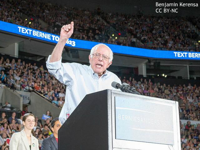 社会主義に抵抗なし、サンダース氏の「革命」に魅了される若者たち 次はヒラリー氏に圧勝か