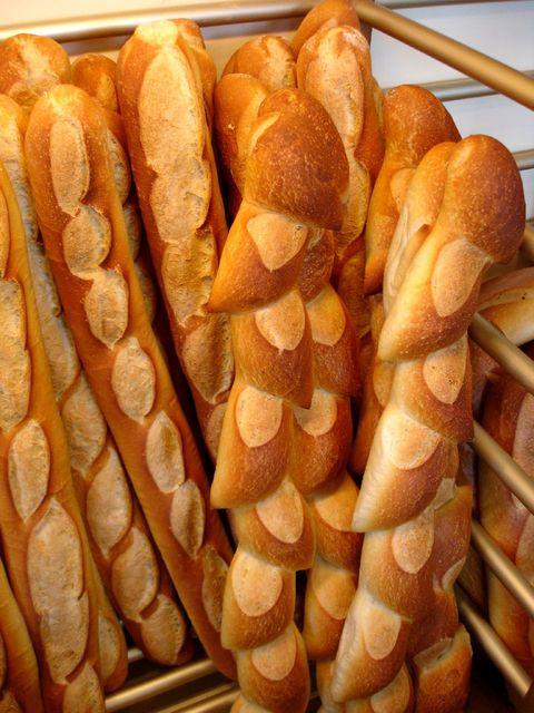スーパーの売れ残りは困っている人に寄付、仏で義務化 「もったいない」の母国日本では?