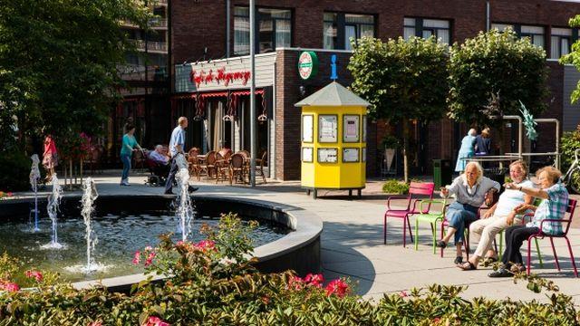 オランダにある認知症患者のための「街」が世界から注目 「変わらぬ生活」を全力でサポート