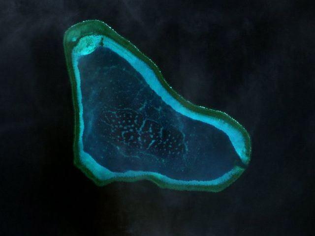 南シナ海:スカボロー礁めぐり米中の緊張高まる…新たな埋め立てを急ぐ中国、対抗する米比