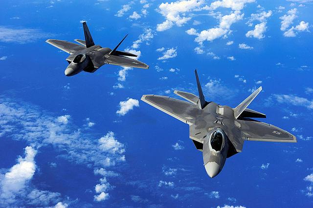 """""""中国に対抗"""" 米、最新鋭F22を豪に配備へ 中国は人工島に対空兵器を配備 高まる緊張"""