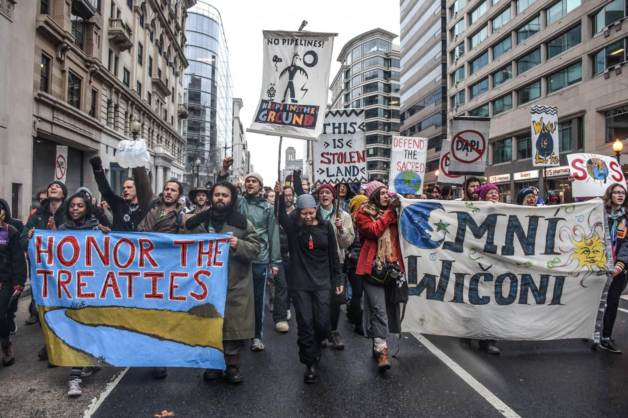 パイプラインに反対、アメリカ先住民への支援が世界に拡散 「ダイベストメント」とは?