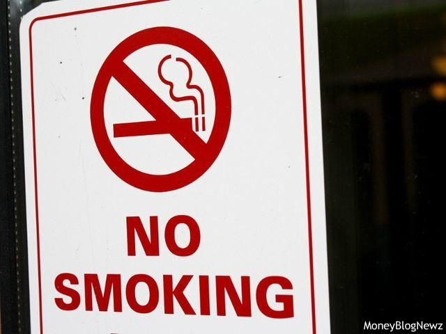 受動喫煙対策遅れる日本に海外はうんざり? 財務省とJTの関係、安いタバコ価格に厳しい目