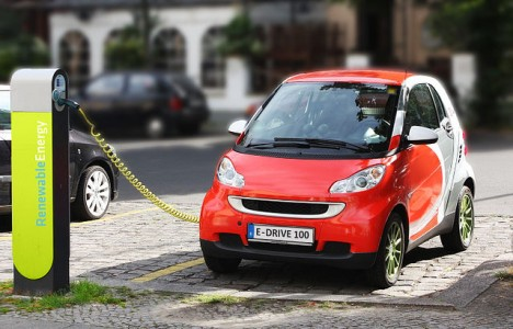 640px-Electric_Car_recharging